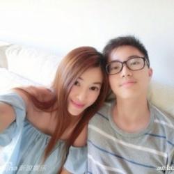 台湾41岁辣妈吴玟萱海量生活照 皮肤白皙身材苗条似少女
