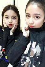 最美双胞胎姐妹校花走红网络 嘟嘟嘴绝对的利器
