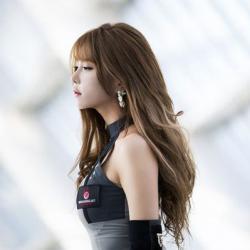 韩国美女许允美现身G-star2015 深V吊带黑丝诱惑