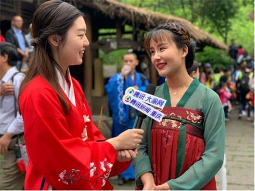 酉阳县桃花源旅游投资集团营销总监剡晓莉接受采访
